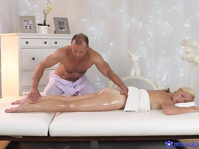 Massage makes hot and gorgeous wife to fuck roughly the masseur