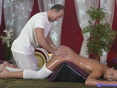 Rousing knead sex tremendously brightens Anna Rose's day