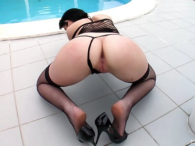 Milf shakes big dick in POV right up the ass