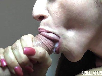 Ariella Ferrera and Sammy Parker are using the same dick