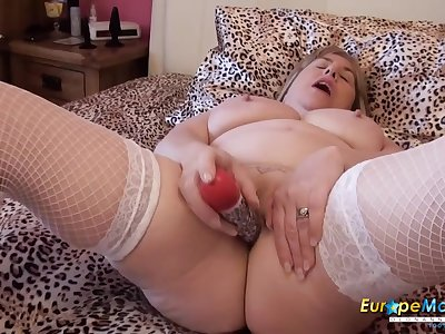 Fatty plugs her butt and toy fucks her wet pussy