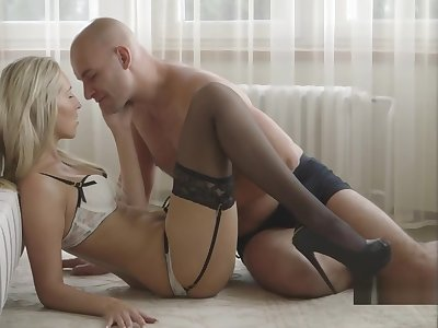 Glam Girl Really Wants Anal