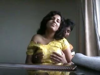 Just shunned amateurish Indian couple has some great spooning