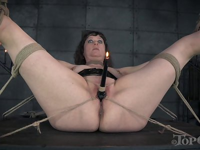 Bush-league chick Rain DeGray loves playing in the dungeon with Anna Rose